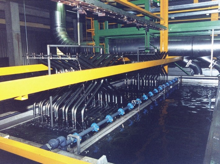 Washing with ultrafiltrate in discontinuous system tank